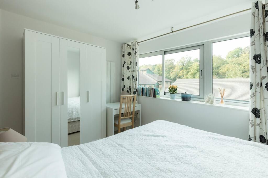 Guest bedroom image 2