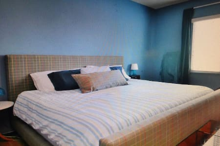 Private King bedroom - Saint-Macaire - Wohnung