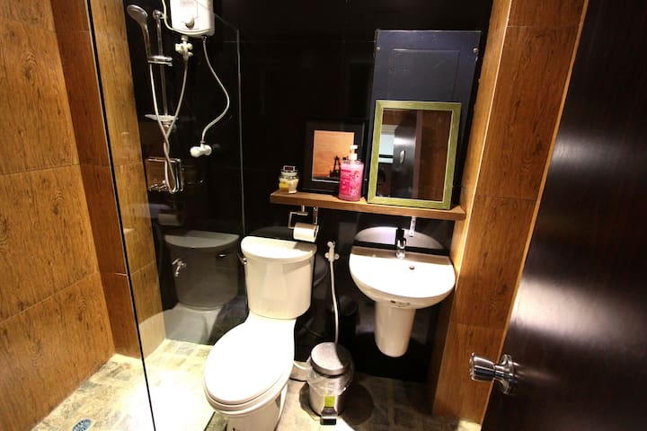 SINGLE STANDARD ROOM SHARED BATH - Dagupan