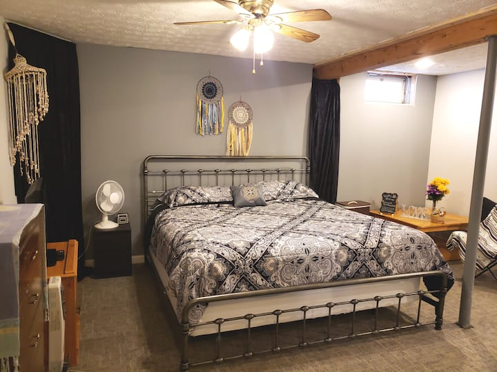 Private and Cozy Basement/Bedroom Welcoming You!