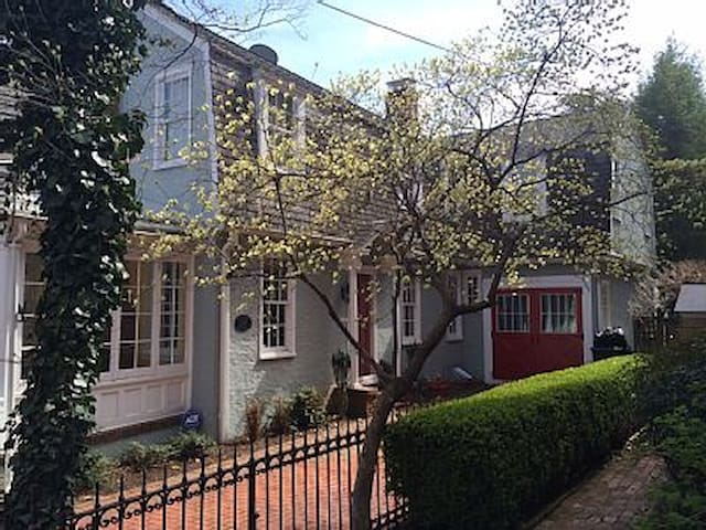 Sophisticated & Spacious Historic Home w/ Parking! - Annapolis - Haus