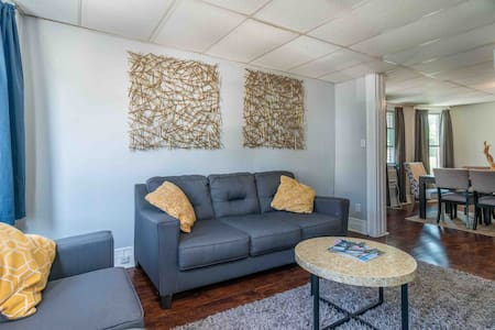 Comfortable Home   Buffalo & Niagara +Free Parking