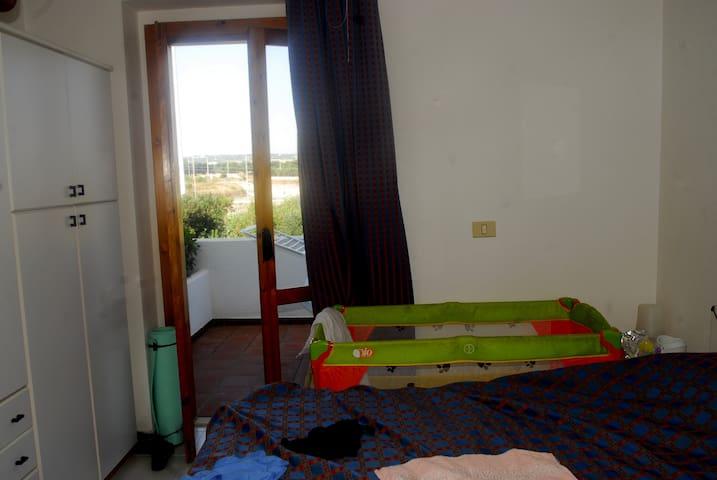 La camera da letto matrimoniale, con il terrazzo