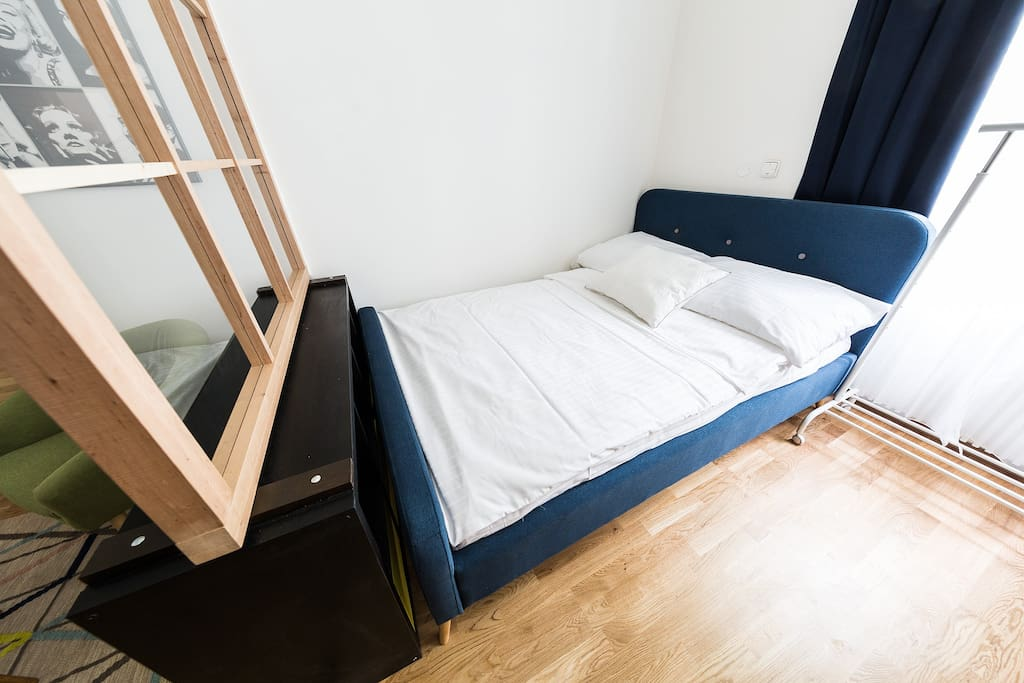 Comfortable 140cm bed.