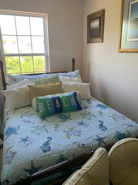 Your beach room near the mountains in Winchester!