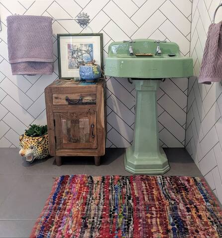 Vintage bathroom, full of colour and art
