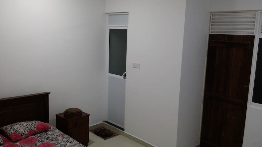 white house - Dehiwala-Mount Lavinia - Apartment