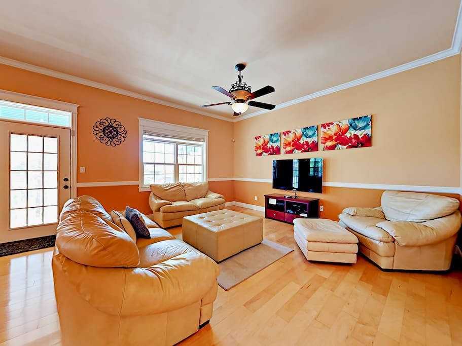 The spacious living room has ample seating. Relax and browse the TurnKey HomeDroid tablet (an electronic guest directory with helpful household information and area suggestions).