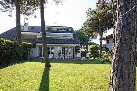 Villa immersa nel verde frontemare - Lignano Sabbiadoro - Appartement