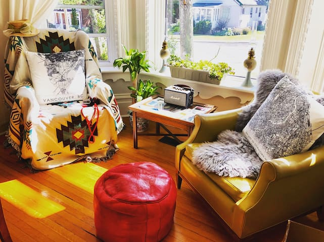 Beautiful 1890s Victorian Home, Cozy&Dog Friendly