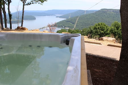 Spectacular! INDOOR POOL,HOTTUB! Chatt Tn 21 miles