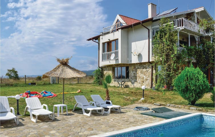 Holiday cottage with 3 bedrooms on 100m² in Kosharica