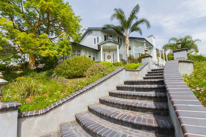 Gorgeous Estate Sleeps 14 - La Habra Heights - Hus