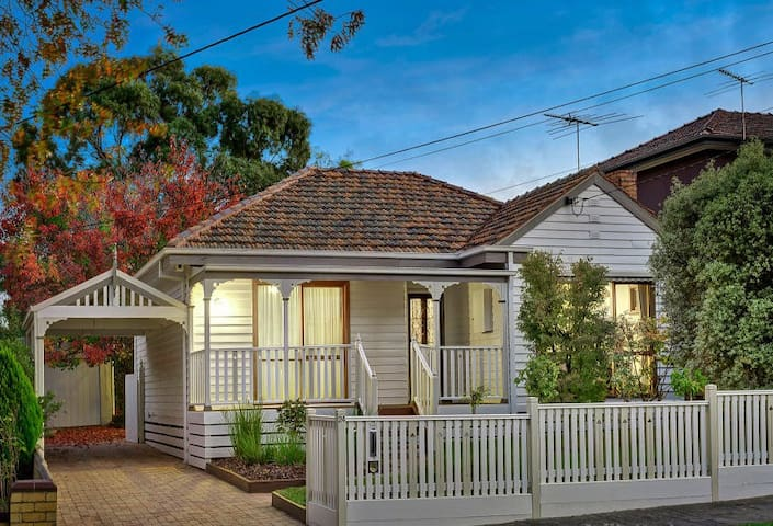 Bright & Airy White Cottage in Leafy Malvern East - Malvern East - Dom