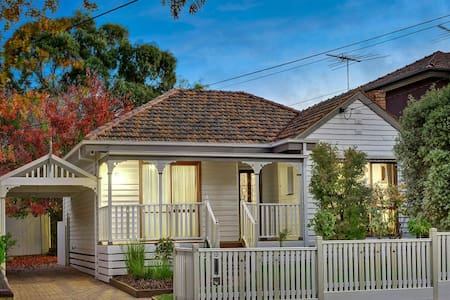 Bright and airy white cottage - Malvern East - Malvern East