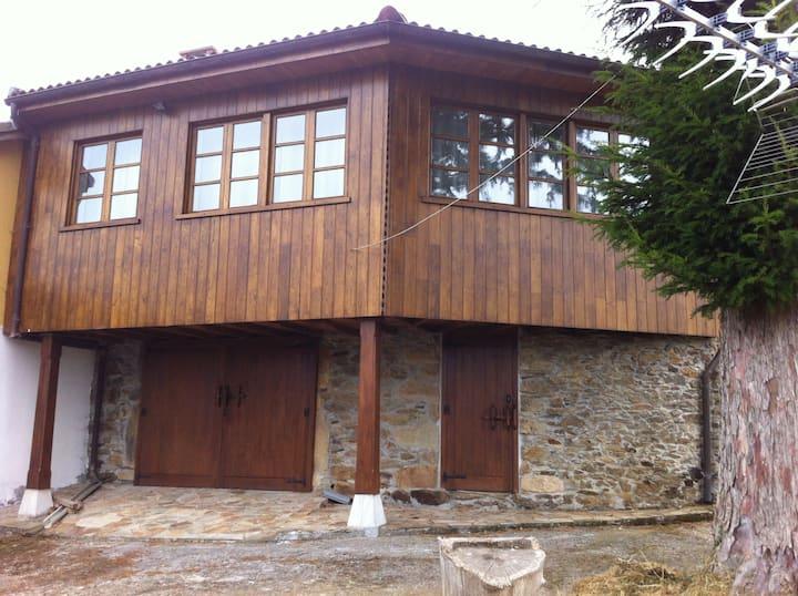 """""""Ca La Chacha"""". VV 738. Casa en aldea asturiana."""