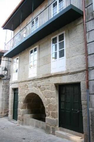 """Casa con patio: """"A casa da fonte"""""""