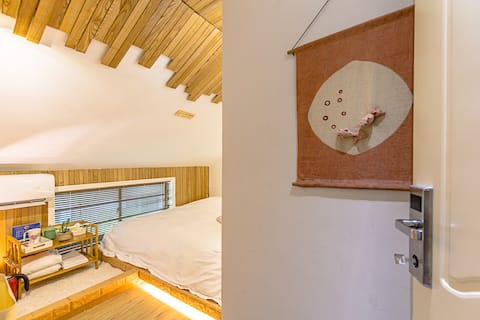 Attic tatami bed with shared bathroom