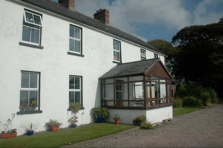Self catering apartment sea views - Ballymore - Flat