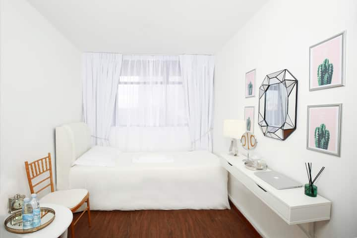 Cosy Clean  White  Room at BUGIS MRT