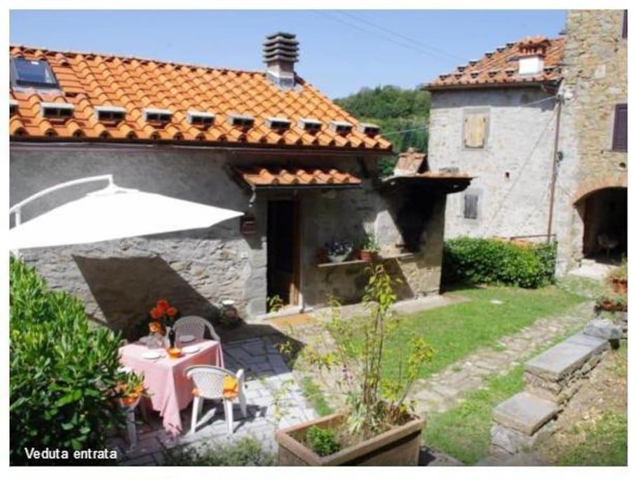 Graziosa Villetta In Pietra Con Piscina Esclusiva Houses