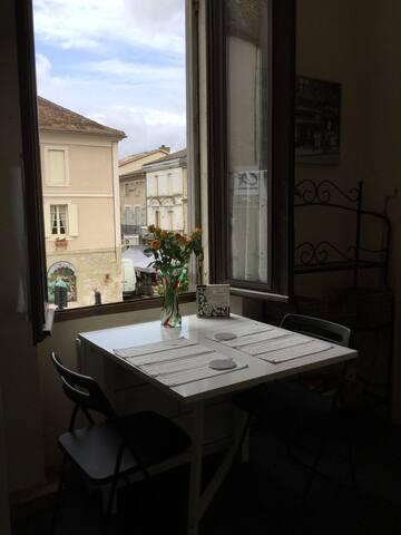Maison des Artist, a bright spacious apartment