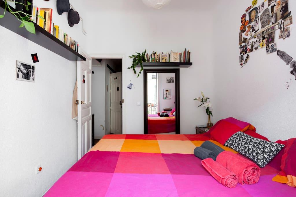 Habitación cama doble, espejo