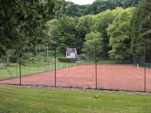 Petite maison en bord de Seine avec tennis