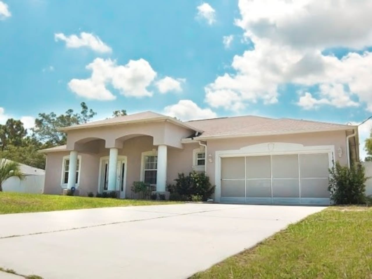 Welcome to your lovely home away from home.  Right around the corner is Publix, Walgreens, Pizza Hut, Bowling alley, 3.5 miles from Buccaneer Bay/Weeki Wachee Springs, and Walmart, Bonefish Grill amongst other pleasurable dining restraunts.