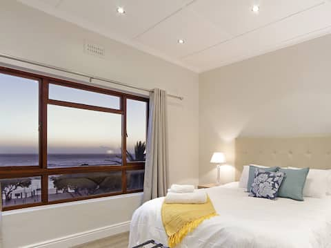 ⭐45% off! Self check-in, 2 bedrooms, beachfront⭐