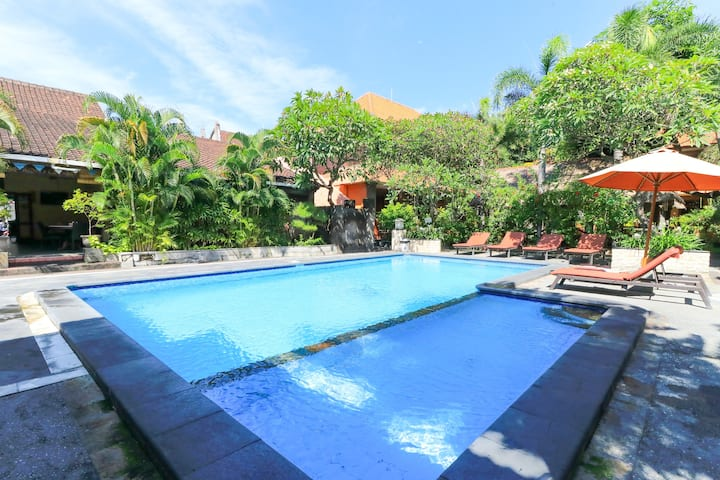 Quiet Cozy Superior Room AC walk to Kuta Beach