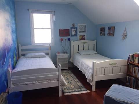 Beautiful N. Cambridge Private Room