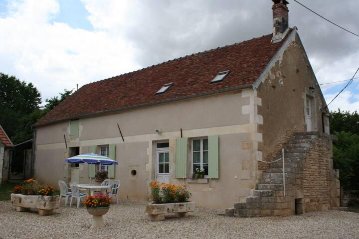 Maison individuelle avec jardin privatif - Druyes-les-Belles-Fontaines - Casa