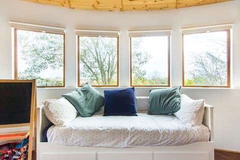 Relájese en un refugio único en Roundhouse cerca de Seaside Spiddal