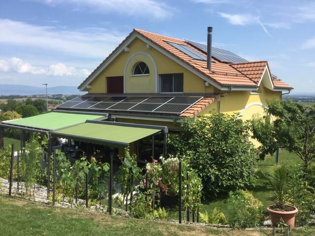 Vesin :Chambre autonome avec cuisine dans villa