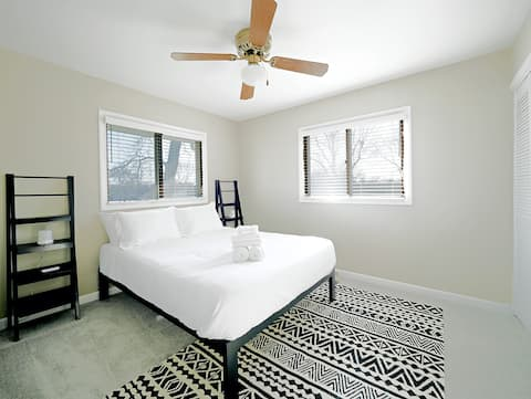 Clean Home w/ZOOM Minutes from Woodfield Sleeps 12
