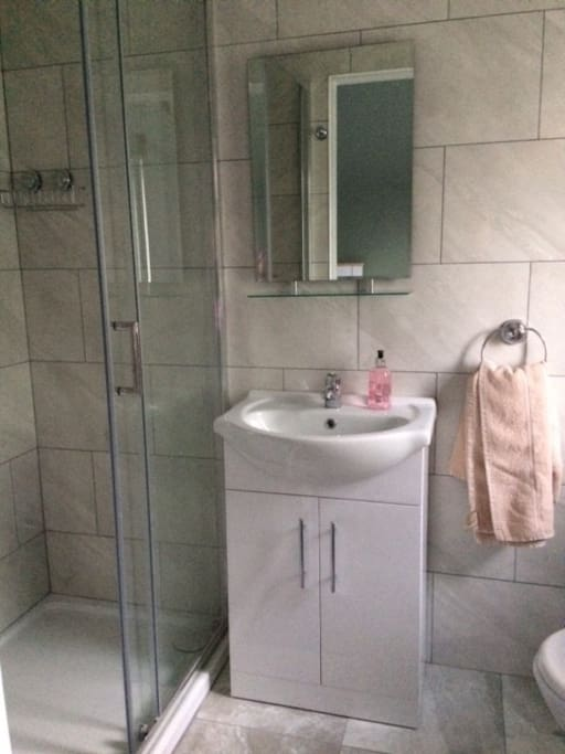 En-suite double and single room