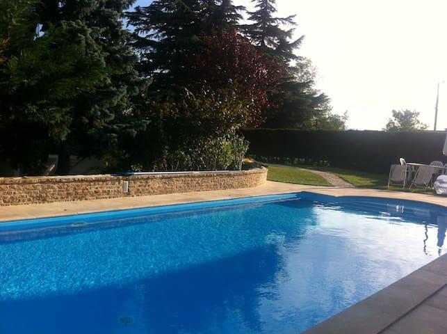 Belle villa dans un petit village à 15' de Lyon - Miribel - Vila
