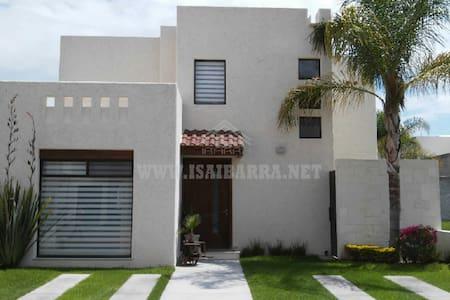 Casa en fraccionamiento cerrado - Aguascalientes