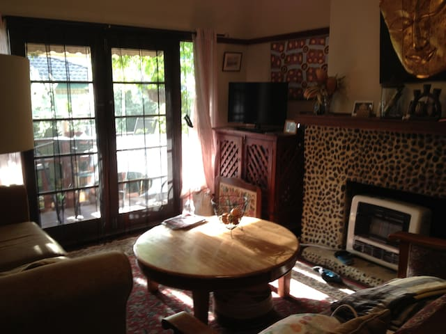 Rm 2 Environment and pet friendly home in Belmont