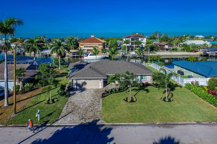 Newly Renovated Home minutes from Fort Myers Beach