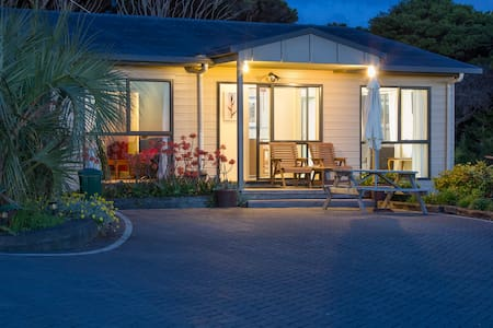 Villa Pacifica Apartment2 - Waiheke Is - Free Car - Auckland