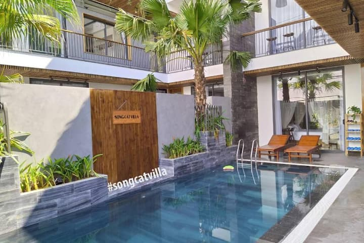 Phong Duong Villa with 5 Bedrooms, Pool Party