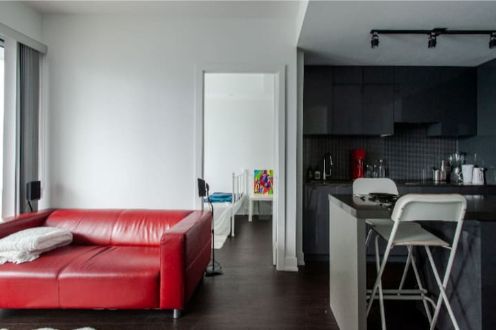 Private Room in Luxury condo, A/C, parking