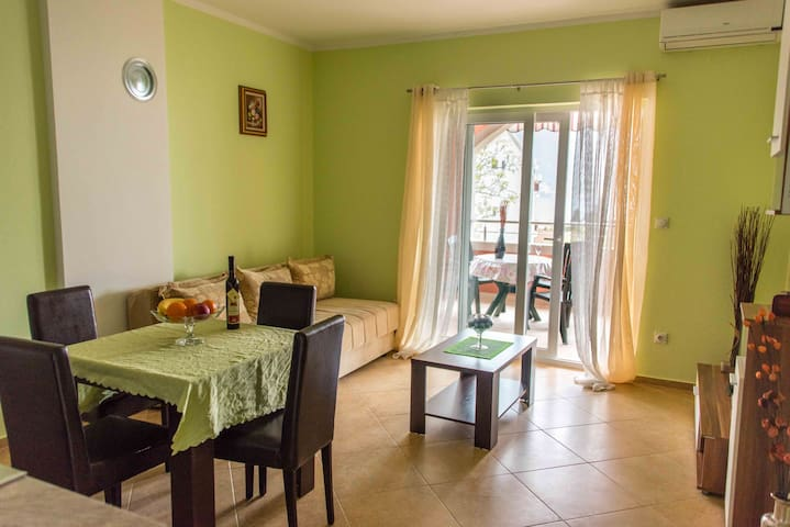 BIG APARTMENT WITH A STUNNING VIEW - Kotor - Daire