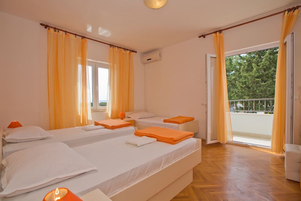 Air-conditioned room with balcony
