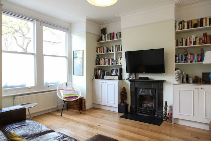 Sunny home, minutes from Wimbledon Tennis club - Londres - Casa