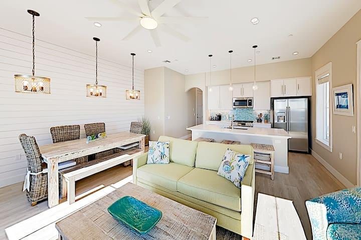 Sunny Palmilla Beach & Golf Condo - Balcony & Pool