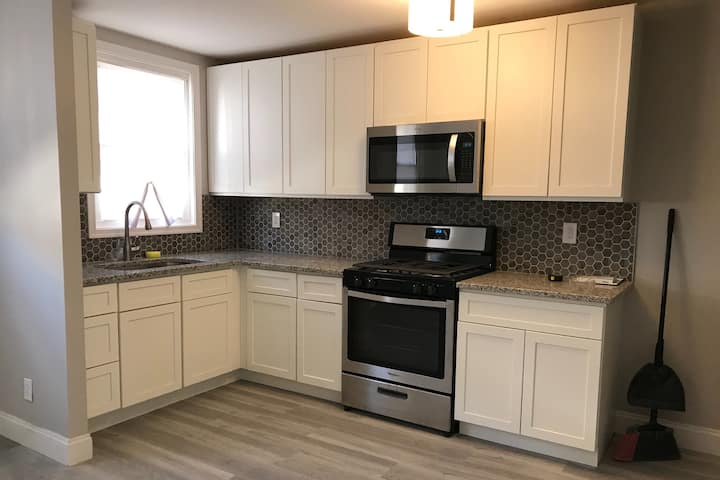 3BR Lux Modern Home. Beautiful Kitchen and Bath