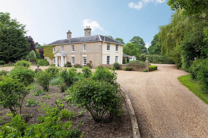 Gorgeous country house with swimming pool & tennis court - Great Holkham - Casa